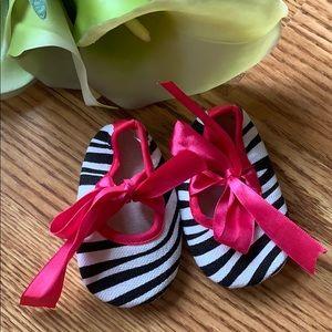 Other - ❤️5/$13 zebra booties